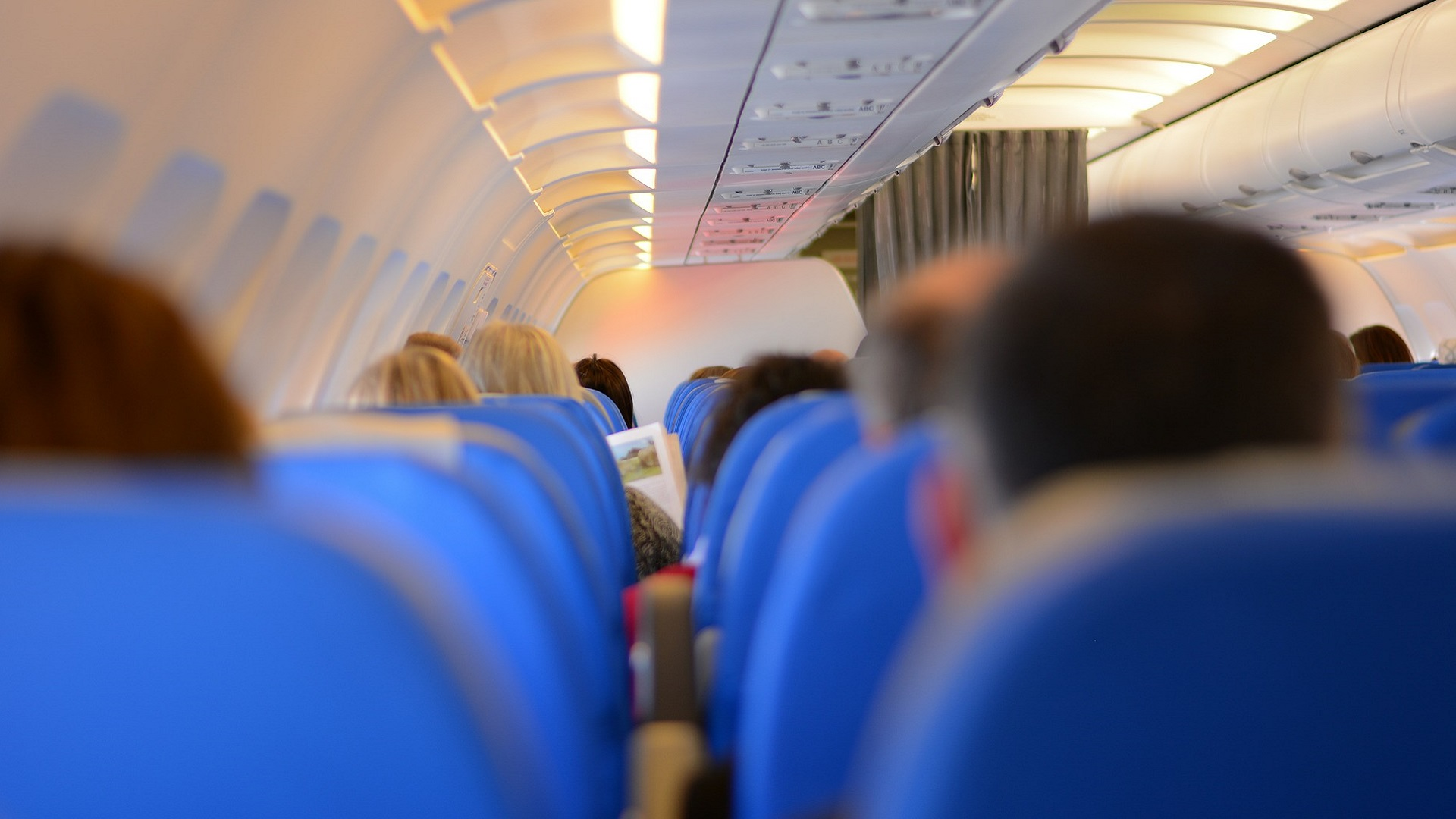 photo Where to sit on an airplane to avoid catching a cold