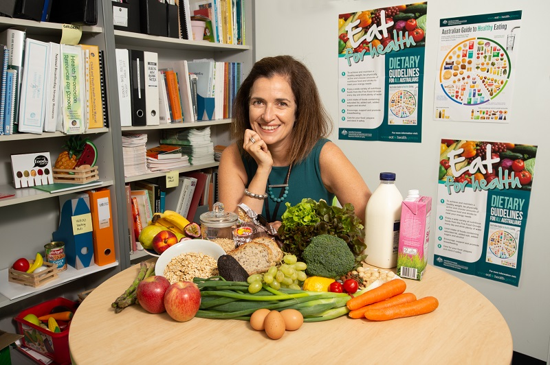 nutritionist with superfoods