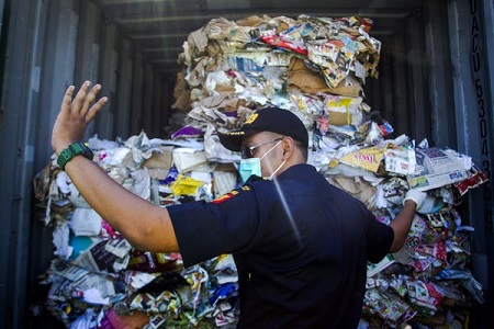 Indonesia recycling waste