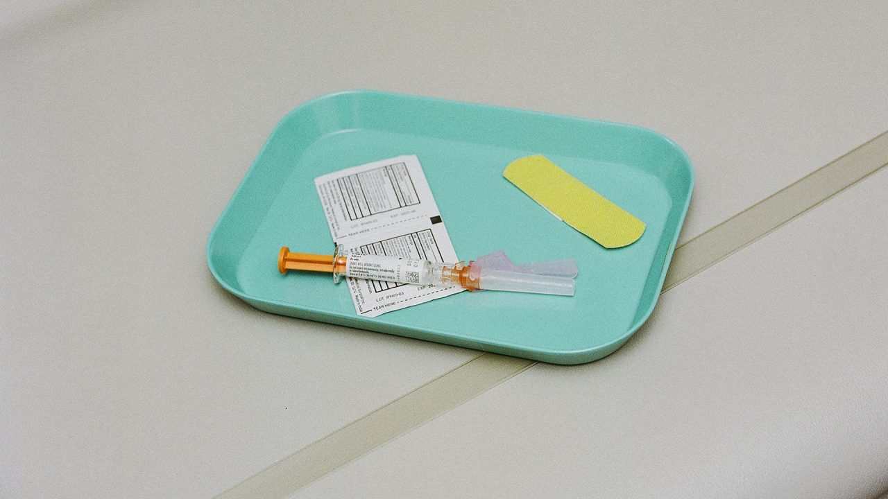 vaccine in medial tray vaccination needle