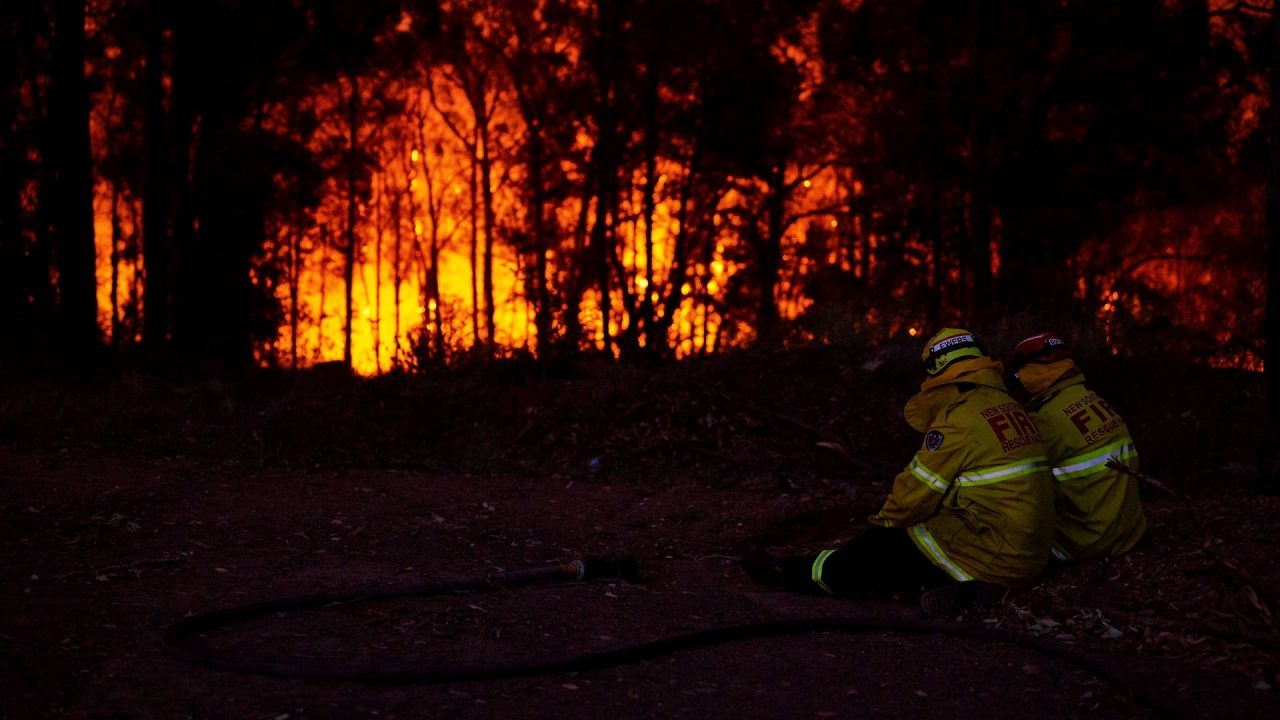 Australian bushfires firefighters on standby as fire approaches Queensland