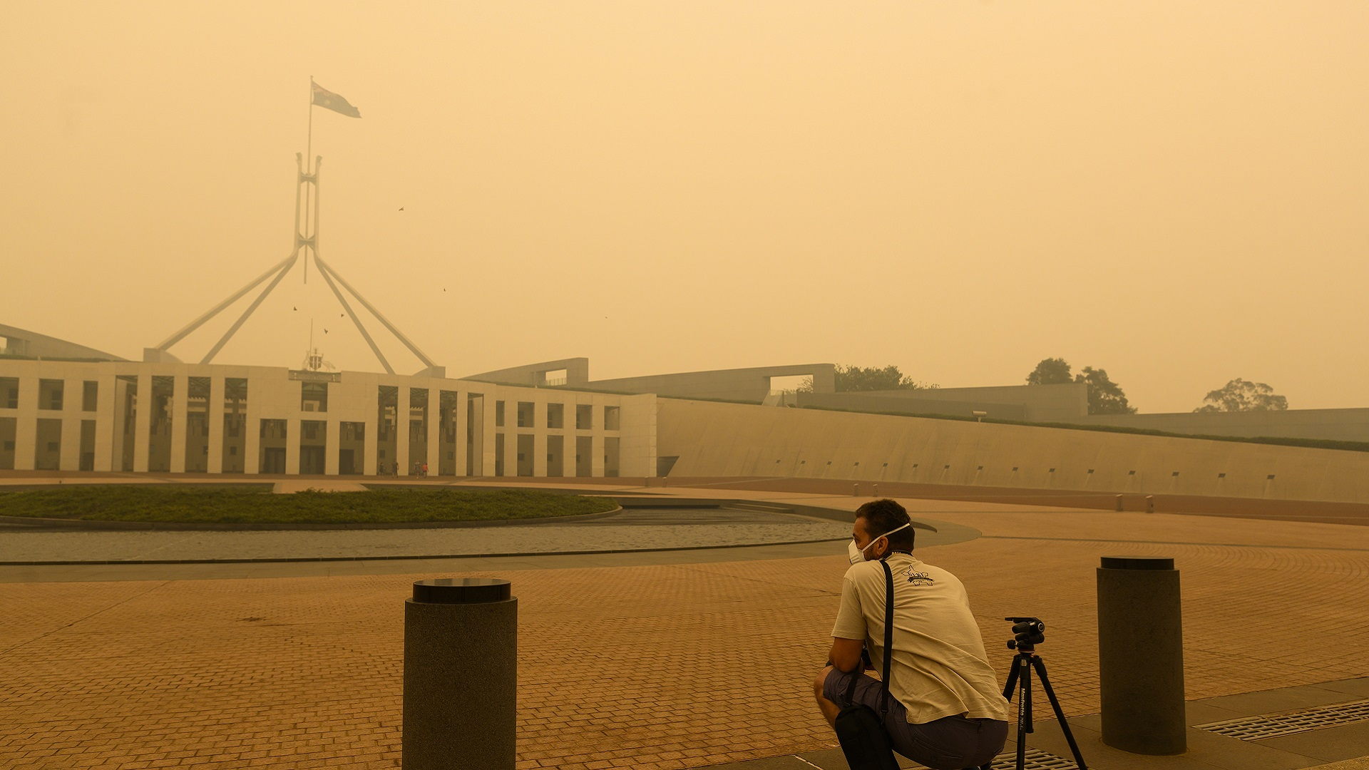 Parliament House blanketed by bushfire smoke January 2020