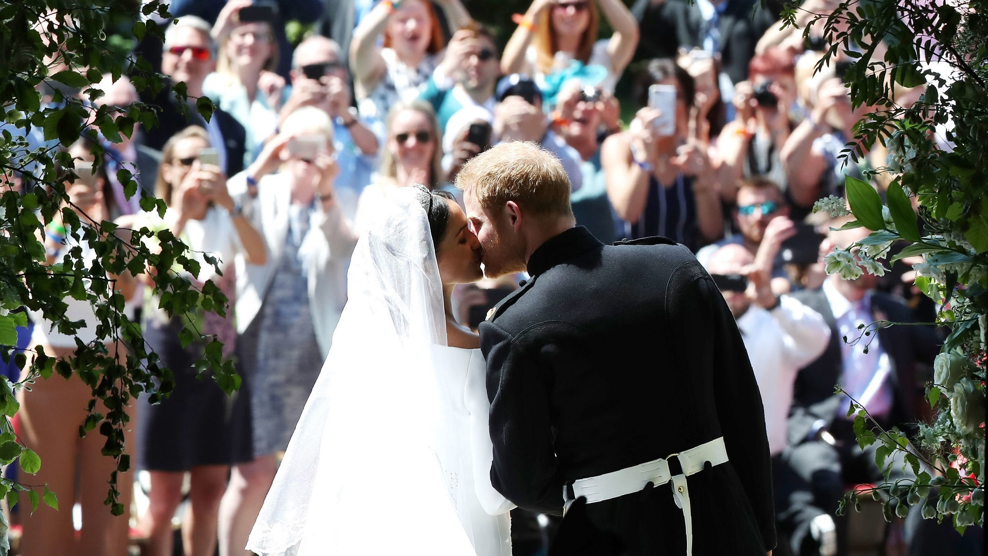harry and meghan_royal family_happiness