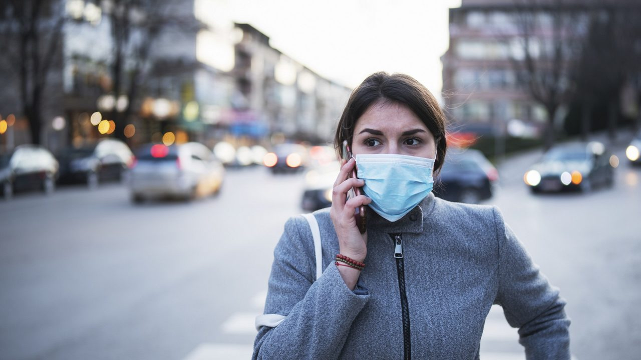 woman in facemask in street covid-19 coronavirus