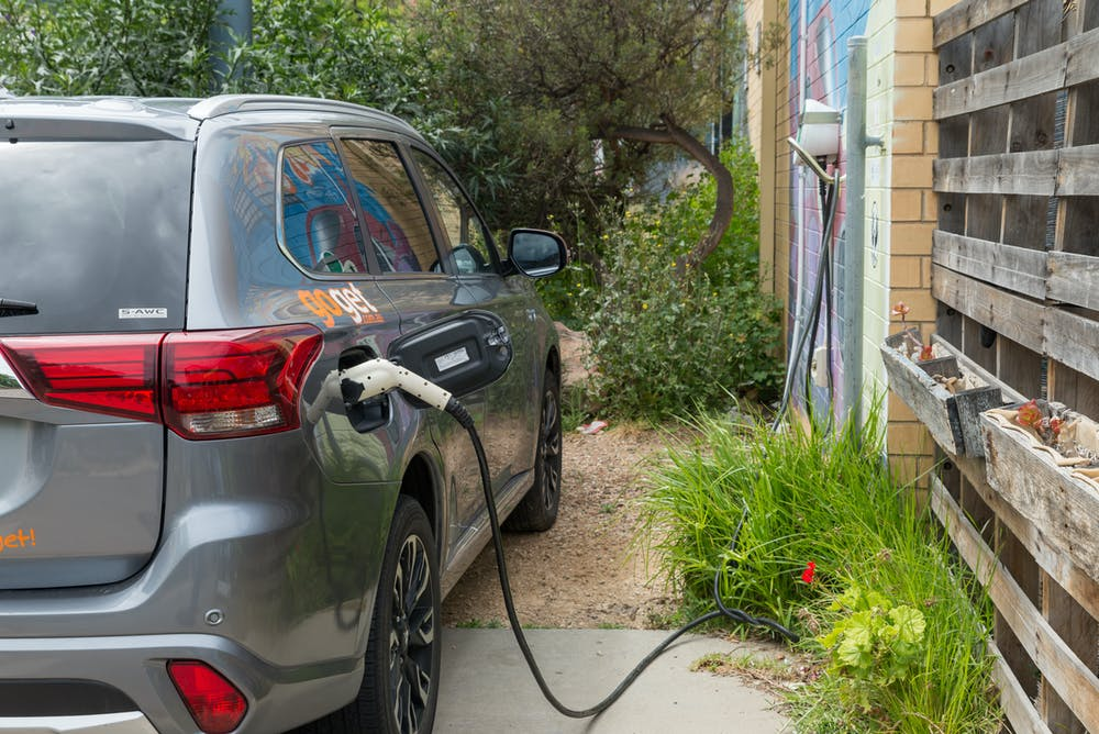 electric cars_electric vehicles_electric car charging